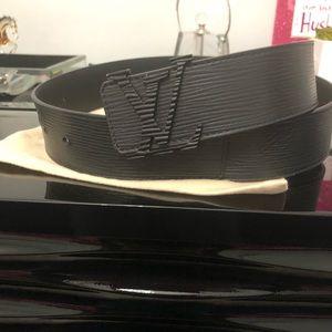 Louis VuittonINITIALES 40MM black épi leather belt